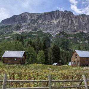 Фотообои Домики в горах
