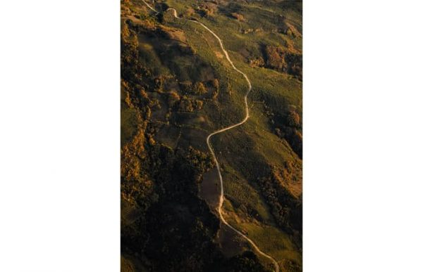 Фотообои Дорога сквозь холм