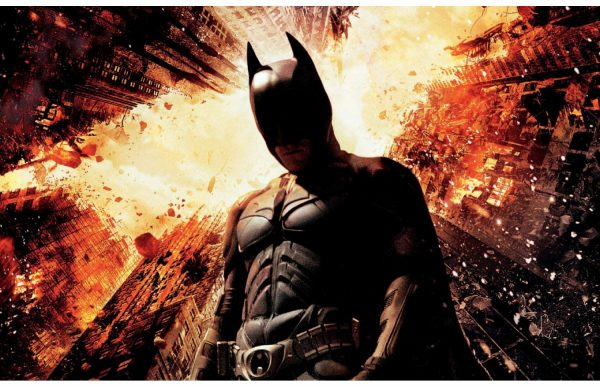 Фотообои Бэтмен пламя города